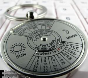 kalender ewig, ewiger kalender, perpetuum mobile, schlüsselanhänger