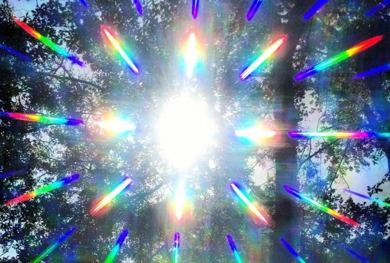 prisma brille, lichtbrechung sehen, sonnenlicht bunt