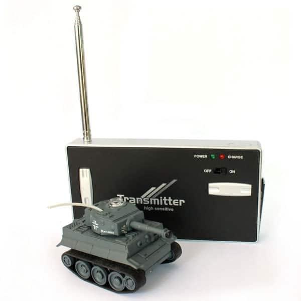ferngesteuerter panzer mit schussfunktion und drehbarem. Black Bedroom Furniture Sets. Home Design Ideas