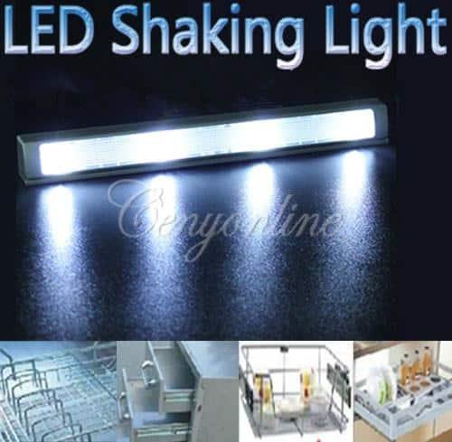 dank der batteriebetriebenen led leuchte mit ersch tterungssensor licht in schrank oder. Black Bedroom Furniture Sets. Home Design Ideas