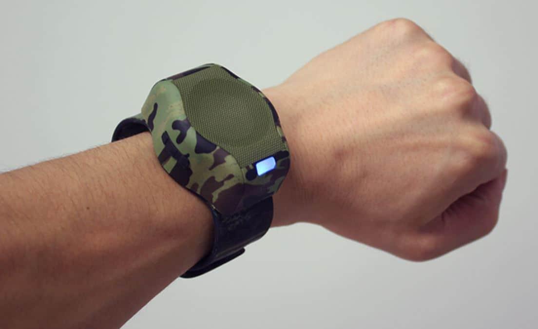 Armbanduhr am arm  Der Bluetooth Lautsprecher am Arm? Freisprecheinrichtung wie eine ...