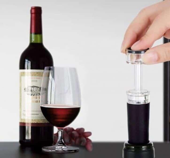 Der Vakuum-Verschluss für Weinflaschen mit eingebauter Pumpe mit Gutschein für 89 Cent inkl. Versand!