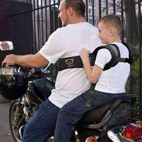 sicherheit auf dem motorrad f r den kleinen sozius f r. Black Bedroom Furniture Sets. Home Design Ideas