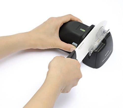Bekannt Mit dem Kyocera DS-38 kann man auch Keramikmesser schärfen ES59