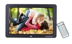 Digitaler Andoer 12″ Bilderrahmen mit 1280 x 800 Pixel und Fernbedienung für 24,99 Euro